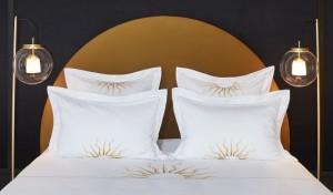 Pierre Gonalons SUN BED et parure de drap réalisés par Vis à Vis à la boutique VIS A VIS PARIS de maison à Londres